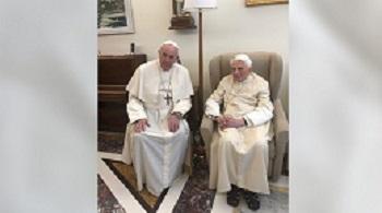 Benoît XVI: ``Il n'y a qu'un Pape, c'est François``