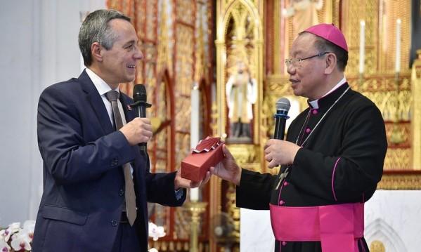 Phó Tổng thống, Bộ trưởng Ngoại giao Thụy Sĩ viếng thăm Nhà thờ Chính tòa Hà Nội