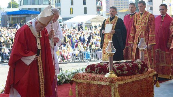 ĐGH cử hành Phụng vụ Thánh Thể lễ Suy tôn Thánh giá theo nghi lễ Byzantine