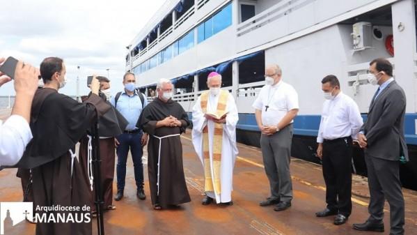 Làm phép tàu bệnh viện thứ ba ở vùng Amazonia