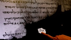 Bản văn Kinh Thánh cổ được phát hiện từ các mảnh Qumran