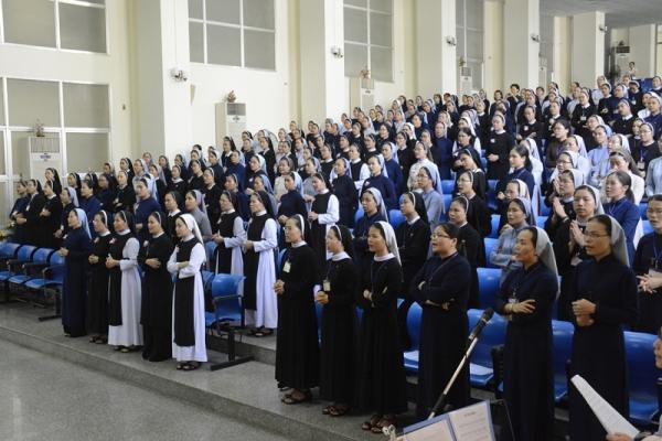Học viện Liên Dòng Nữ Phaolô Nguyễn Văn Bình kết thúc năm học
