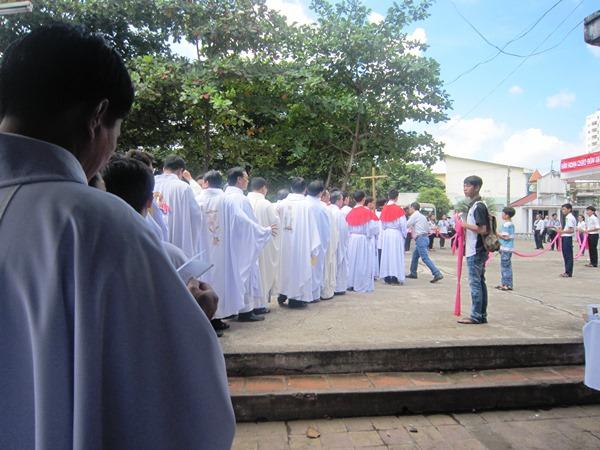 Hiệp thông tạ ơn và cầu nguyện với cha tân chánh xứ Phêrô