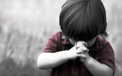 Câu chuyện gia đình: Không nên áp đặt cho con cái tôn giáo của mình?