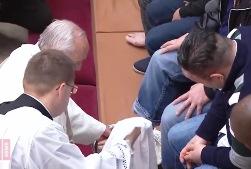 ĐGH rửa chân cho các tù nhân tại Roma (29.03.2018)