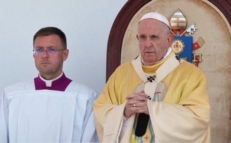 ĐGH Phanxicô đọc kinh Truyền Tin với các tín hữu tại Budapest