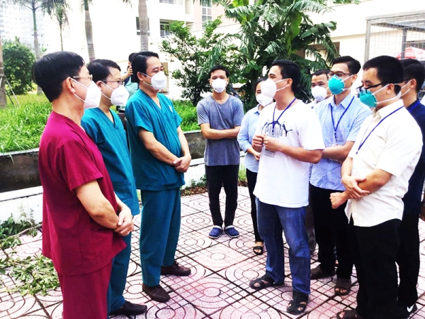 17 Tình nguyện viên Tu sĩ chia tay Bệnh viện Dã chiến số 12