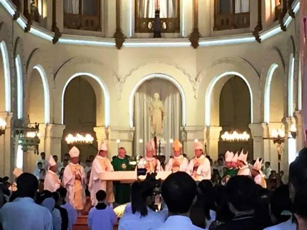 ĐHY Filoni tại nhà thờ chánh tòa SG