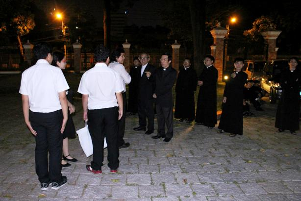 Đức hồng y Filoni thăm TGP Sài Gòn