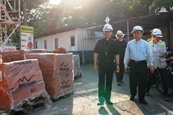 Đức TGM Giuse Nguyễn Năng thăm công trình trùng tu Nhà thờ Đức Bà SG