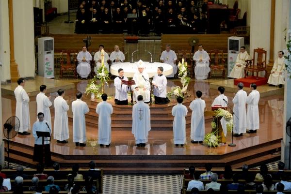 Thánh lễ phong chức Phó tế cho 10 thầy