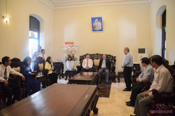 Ông Đinh La Thăng đến thăm và chúc mừng Phục Sinh ĐTGM Sài Gòn
