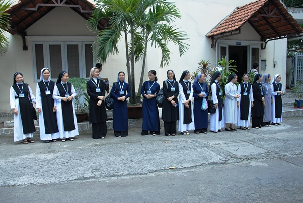 Nữ tu Học viện Phaolô Nguyễn Văn Bình