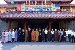 Đức TGM Giuse Nguyễn Năng chúc mừng BTS nhân lễ Phật đản
