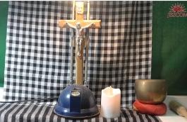 Biến bàn học thành bàn thờ