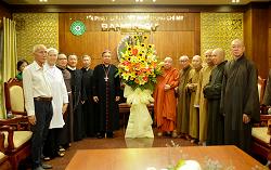 Đức Giám quản Giuse Đỗ Mạnh Hùng chúc mừng Đại lễ Phật Đản 2019