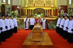 Cải táng Đức cố Giám mục Santos Ubierna Ninh*