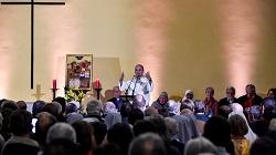 """``Lần đầu tiên`` một giám mục tham gia cuộc đua Marathon """"Via Pacis"""""""