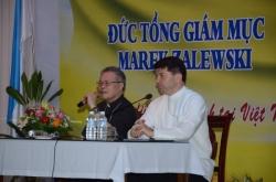 Đức TGM Marek Zalewski viếng thăm các Dòng tu tại TGP Huế