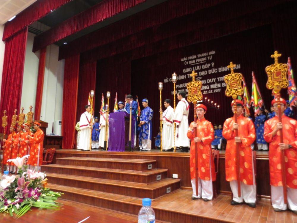 Phong tục Ngắm Sự Thương Khó của người Công giáo Việt Nam