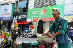Cà phê Chúa nhật: Ông già nhặt rác giữa Sài Gòn và xe cứu hộ di động