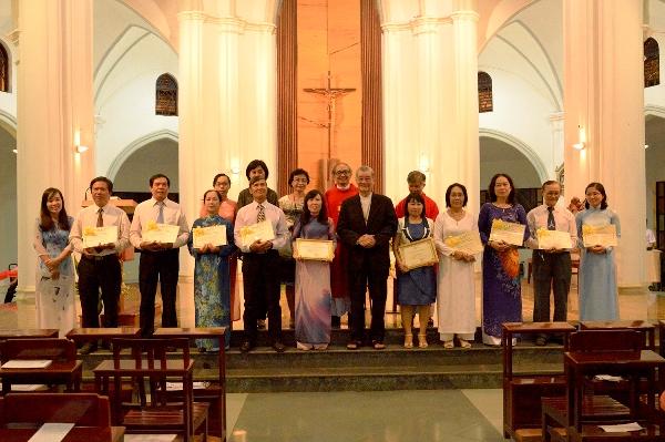 8 tác viên MV gia đình và 2 học viên tốt nghiệp Cao đẳng TH/MV