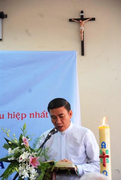 Cha Phêrô Đỗ Minh Trí, DCCT, đọc thư 1 Pr 2,4-10