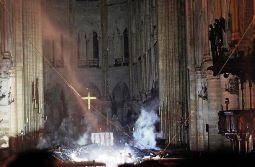 Nhà thờ Đức Bà Paris trước và sau bị cháy
