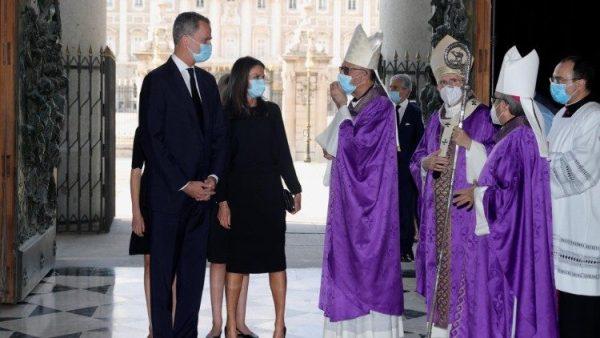 Vua và hoàng hậu Tây Ban Nha dự lễ cầu nguyện cho nạn nhân Covid-19
