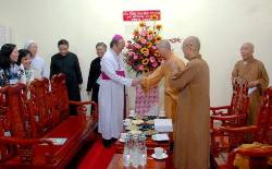 Phái đoàn Tòa TGM chúc mừng Thành Hội Phật giáo nhân dịp lễ Vesak 2016