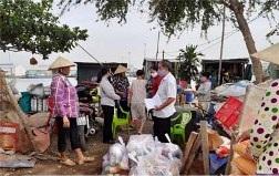 Caritas TGP Sài Gòn: tặng quà cho người nghèo mùa dịch covid-19