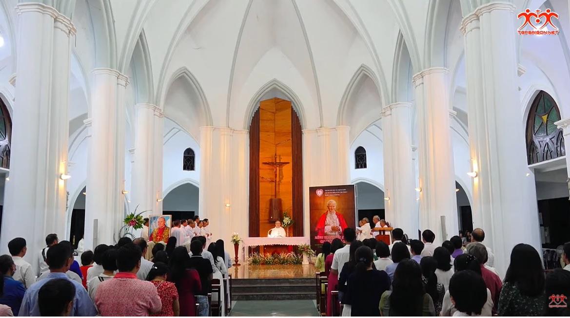 TTMV: Mừng lễ Thánh bổn mạng Gioan Phaolô II