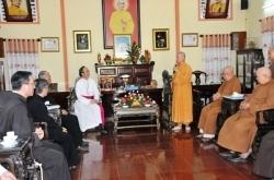 Délégation de l'archevêché de Saigon visite le Conseil d'administration du Bouddhisme de HCM Ville