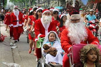 Niềm vui Chúa Giáng sinh trên đường phố