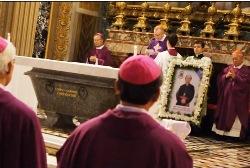 Vatican: Thánh Lễ đưa chân Đức TGM Phaolô Bùi Văn Đọc (10.3.2018)